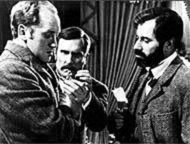 sherlock holmes and sigmund freud compared In conclusion, both sherlock holmes and sigmund freud can be compared and contrasted in nicholas meyer's the seven-per-cent solution as they both shook the foundation of human confidence although, holmes and freud didn't participate in the same field, they had many ways that they were similar and their techniques often matched up with each.